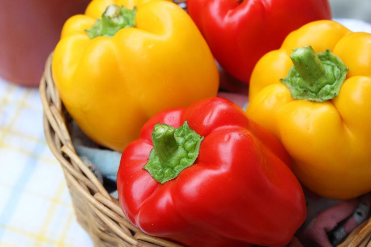 Farro con peperoni gialli e carote